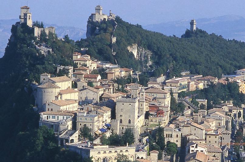 Scambio di onorificenze con la Serenissima Repubblica di San Marino