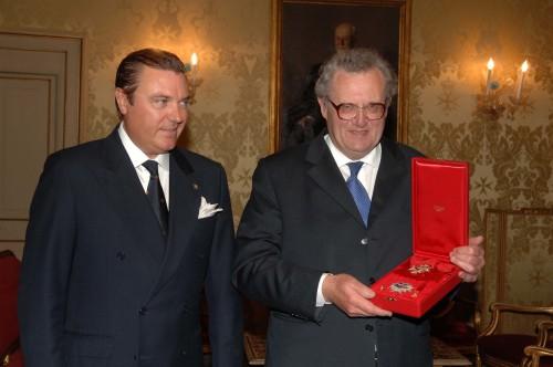 Il 79º Principe e Gran Maestro, Sua Altezza Eminentissima Frà Matthew Festing riceve le insegne del Reale Ordine di San Gennaro