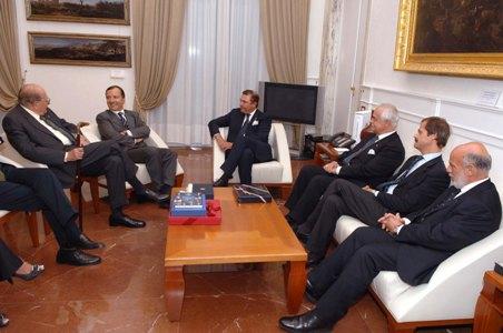 L'On. Ministro degli Affari Esteri Franco Frattini Cavaliere di Gran Croce di Merito