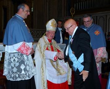 il GRan Priore consegna la Gran Croce