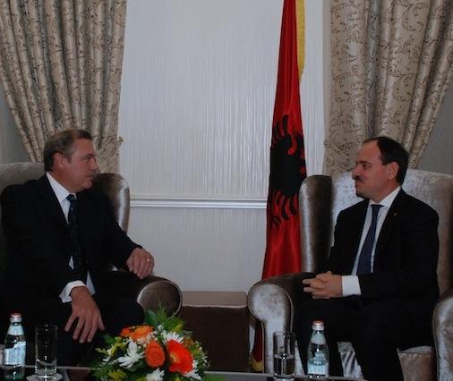 Le Président d'Albanie décore le Grand Maître
