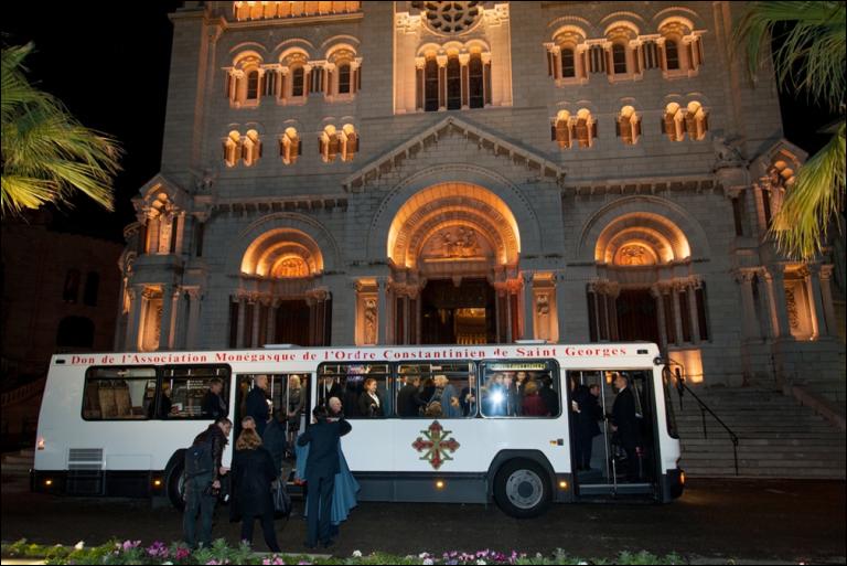 Un autobus per i bambini del Senegal da parte dei Cavalieri e Dame del Principato di Monaco