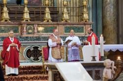 7.Inc.Colleg.Cardinale_e_Concelebranti_in_Basilica