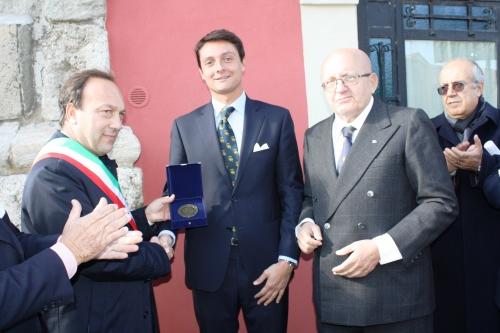 7) il sindaco con i baroni Beneventano