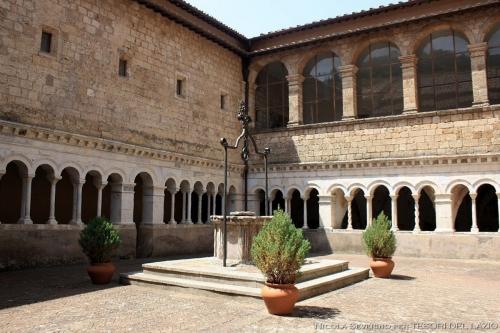 fig._8_subiaco_(rm)_-_santa_scolastica_-_il_chiostro_dei_cosmati_nel_monastero