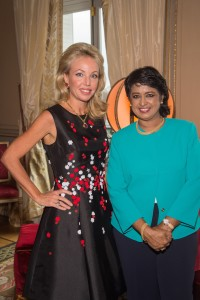 Exclusif - No Tabloids - Camilla de Bourbon des Deux-Siciles et Ameenah Gurib-Fakim (présidente de la République de Maurice) - Remise de décoration de Grande Croix de L'Ordre royal de François Ier à la présidente de la République de Maurice, Ameenah Gurib-Fakim à Paris le 28 mars 2016. Exclusive - For Germany call for price - Ameenah Gurib-Fakim, president of the Republic of Mauritius receives the Grand Cross of the Royal Order of Francis I in Paris, France on march 28, 2016.