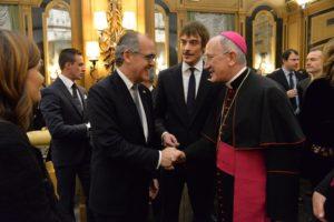S.A. il Delegato presenta Mons. Sciacca a S.E. il Gran Cancelliere