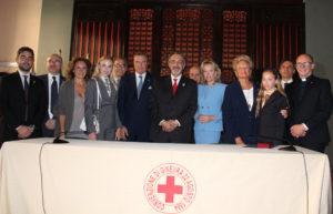 LL.AA.RR. i Principi Carlo e Camilla di Borbone delle Due Sicilie, con LL.AA.RR. le Principesse Maria Carolina e Maria Chiara di Borbone delle Due Sicilie e S.A.R. la Principessa Beatrice di Borbone delle Due Sicilie presso la Croce Rossa