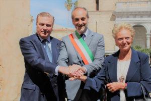 i Principi Carlo e Beatrice di Borbone delle Due Sicilie con il Sindaco per l'inaugurazione di Largo dei Cavalieri Costantiniani a Monreale